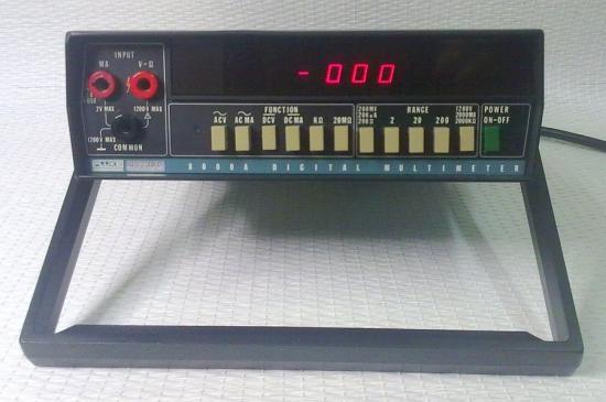 Multimètre 8000A - FLUKE - Année 1972